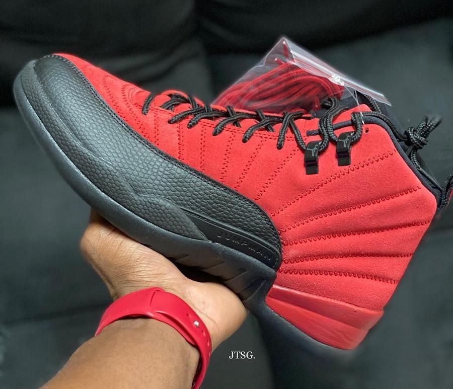 Air Jordan XII rouge et noire inversée (2)