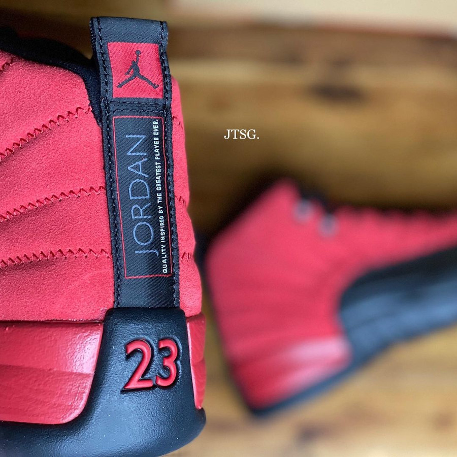Air Jordan XII rouge et noire inversée (3)