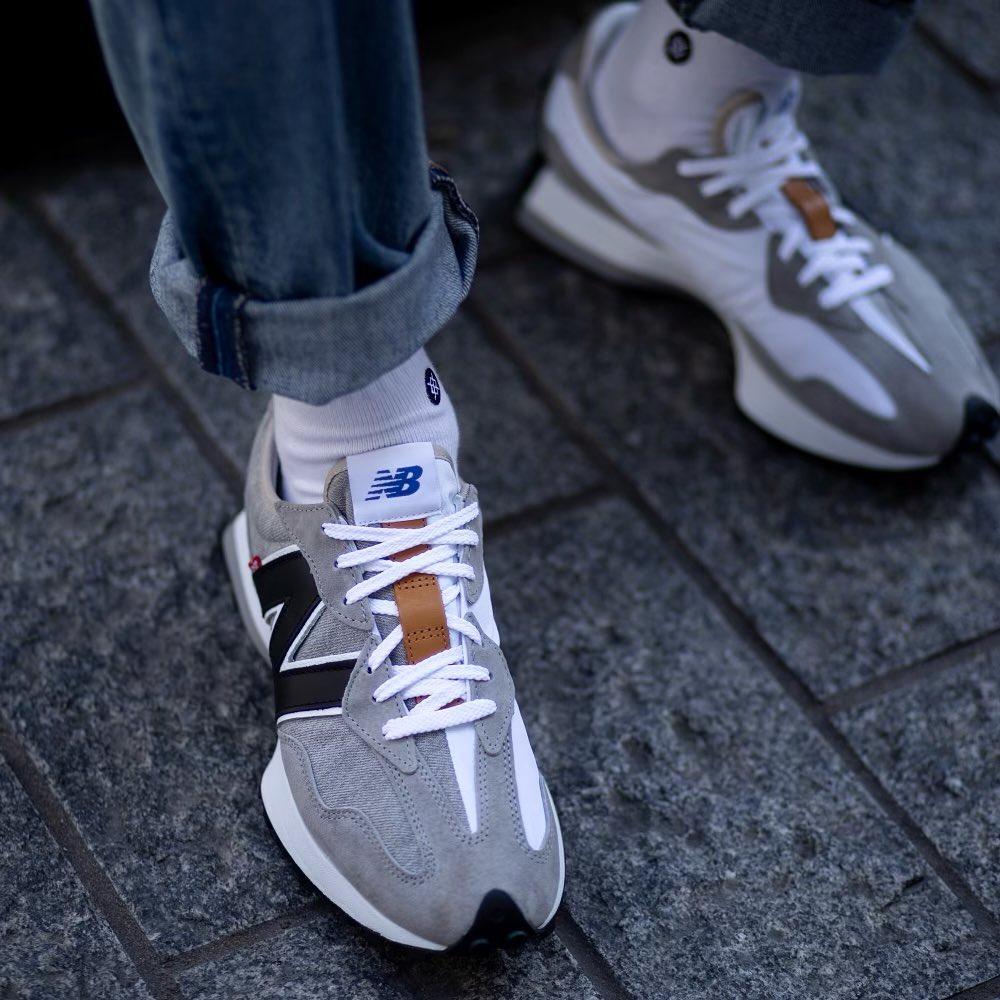 NB 327 en jeans 501 gris on feet (3)