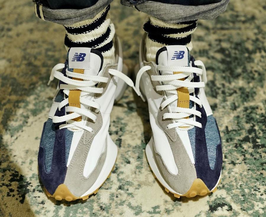 New Balance 327 en jeans bleu indigo on feet (1)