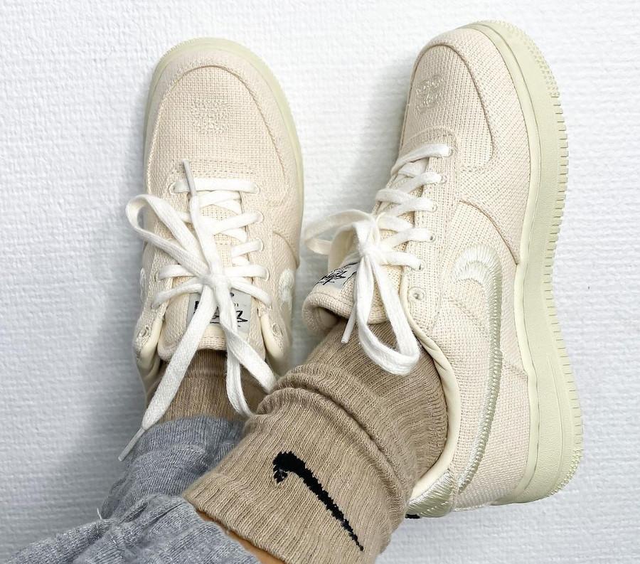 Nike AF1 en chanvre beige on feet