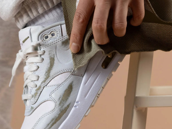 Nike AM1 PRM Yours Asparagus Wear Away DH5493-100