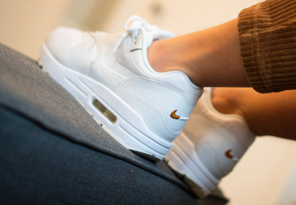 Nike AM1 PRM Yours White Tawny DC9204 100