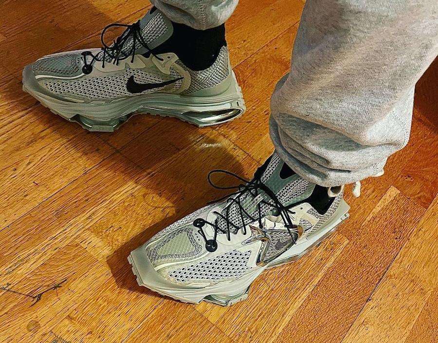 Nike Zoom 004 grise New York Fashion Week 2020 on feet