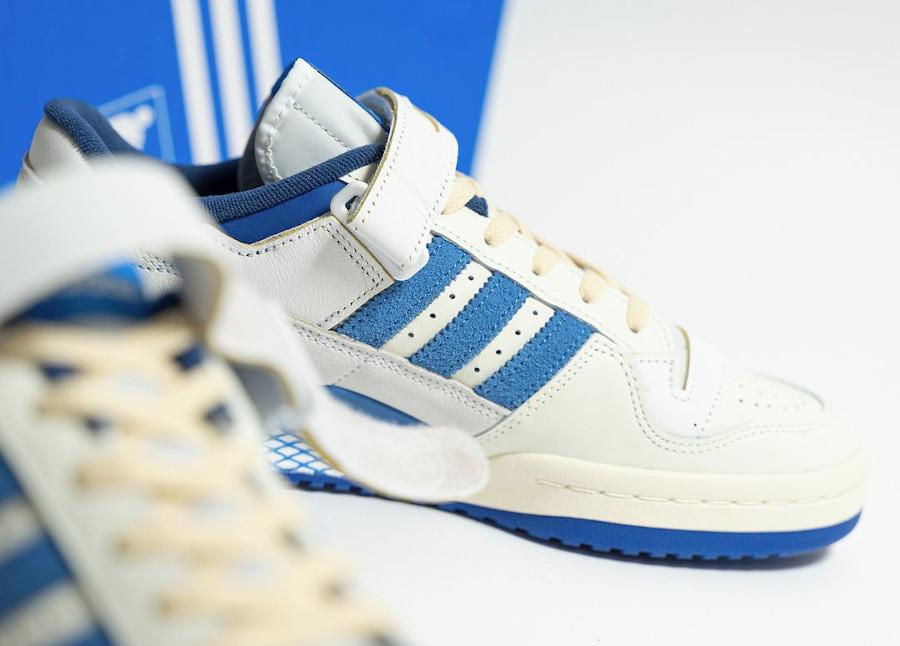 Adidas Forum 1984 basse blanche et bleue (2)