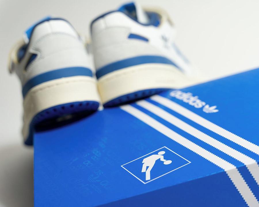 Adidas Forum 1984 basse blanche et bleue (3)
