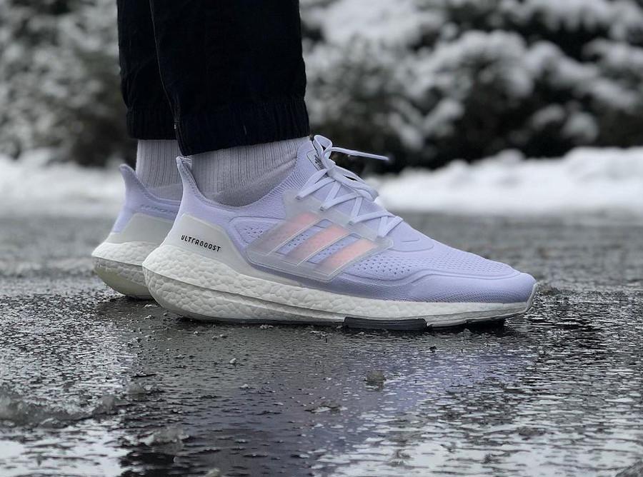 Adidas Ultra Boost 2021 blanche on feet
