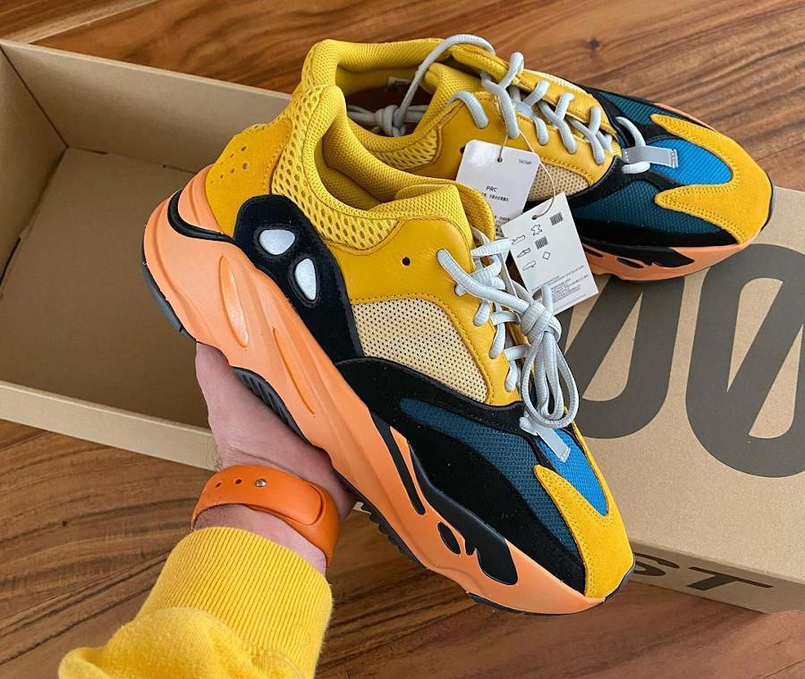 Adidas Yeezy 700 jaune moutarde grise noir et orange (1)