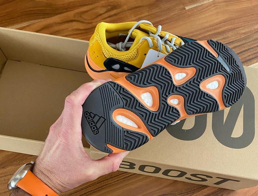 Adidas Yeezy 700 jaune moutarde grise noir et orange (2)
