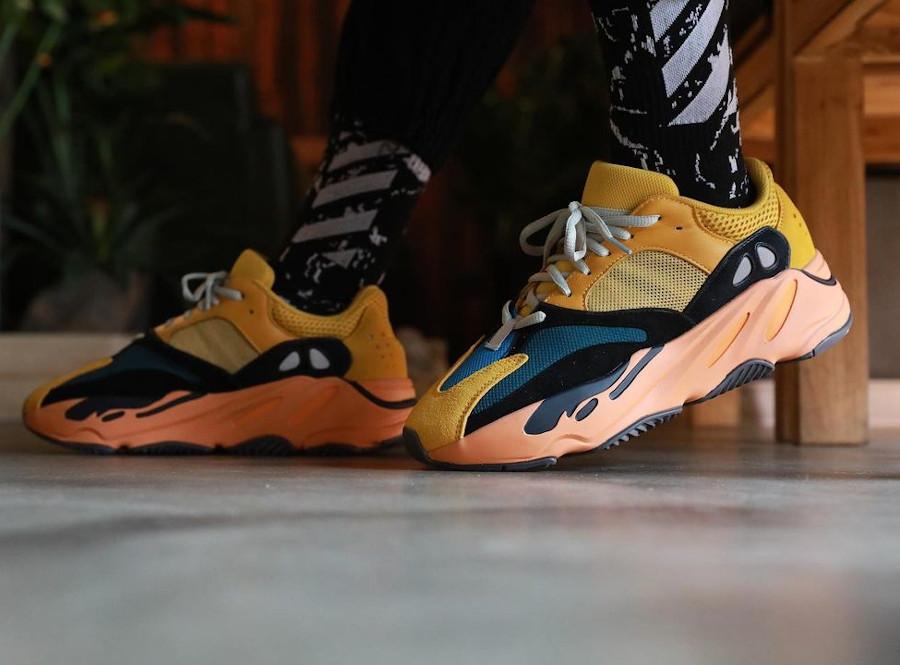 Adidas Yeezy 700 jaune moutarde grise noir et orange on feet (4)