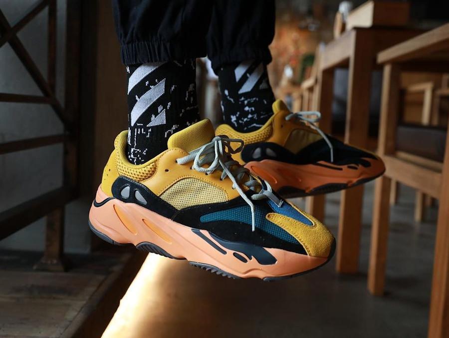 Adidas Yeezy 700 jaune moutarde grise noir et orange on feet (5)