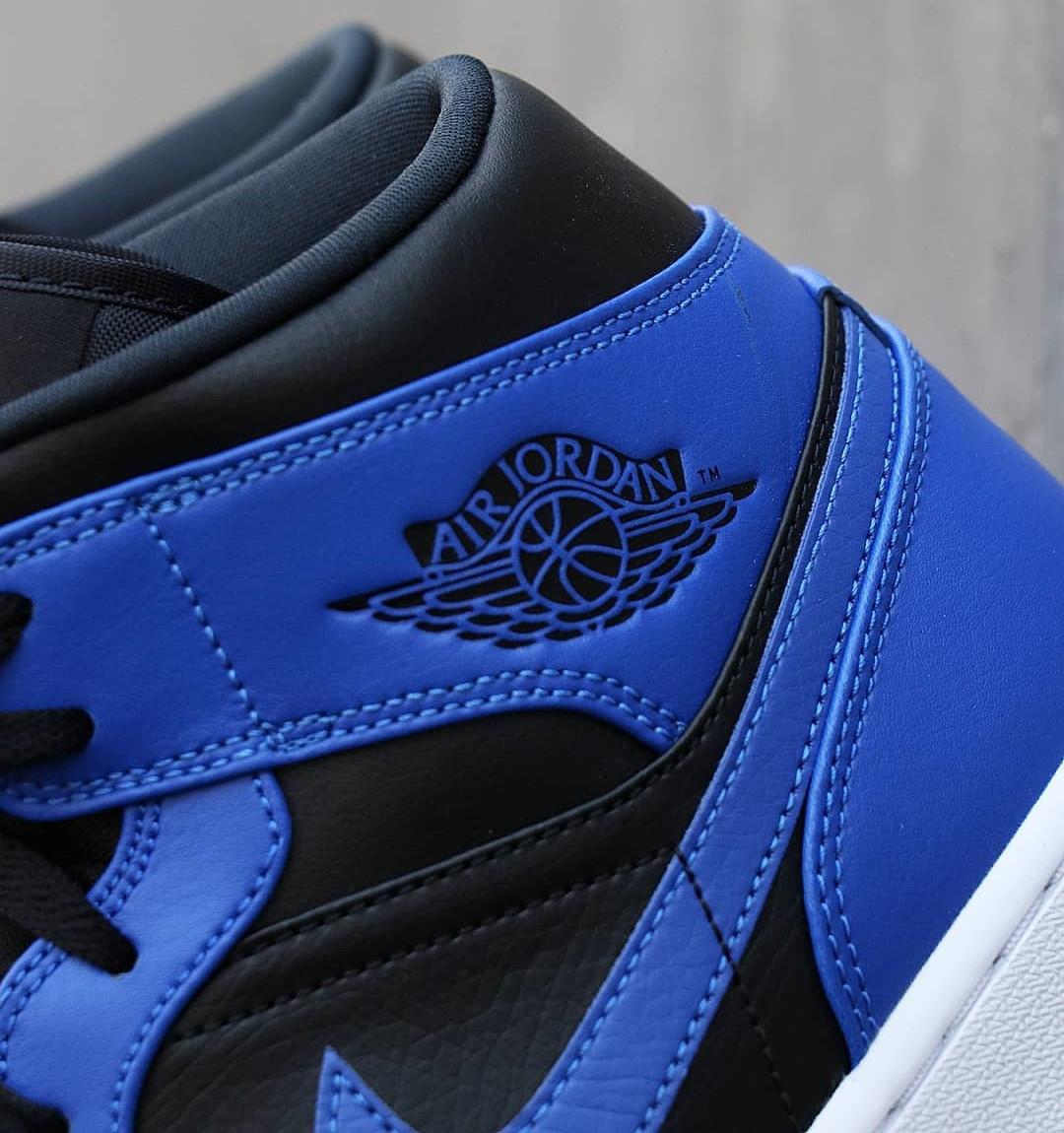 Air Jordan 1 mi-montante bleu et noir 2021 (4)