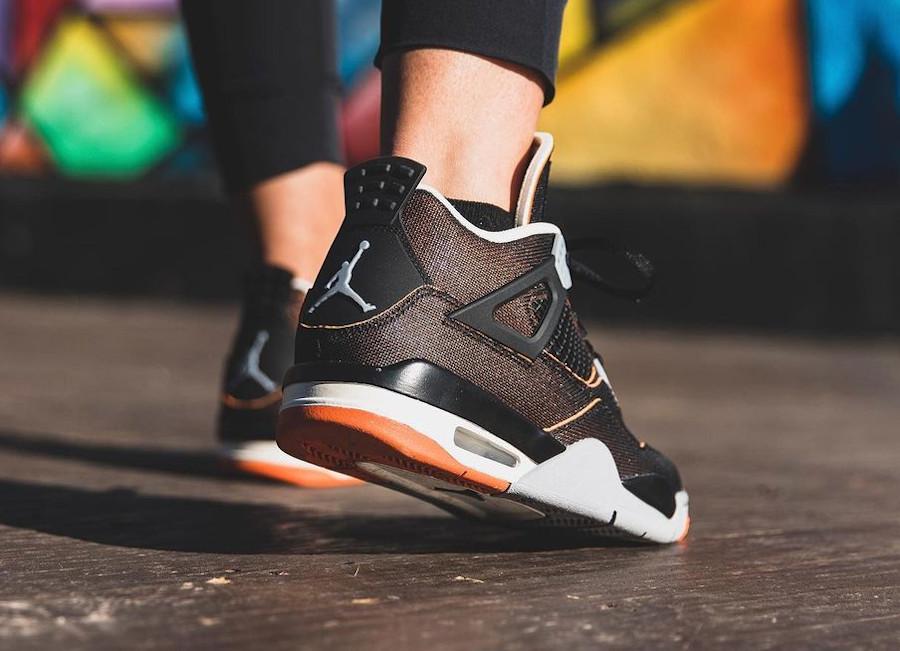 Air Jordan 4 en tissu brillant noir et orange on feet (2)