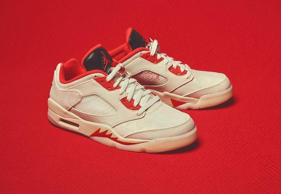 Air Jordan V basse beige et rouge (1)