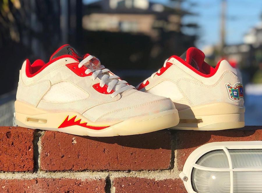 Air Jordan V basse beige et rouge (3)