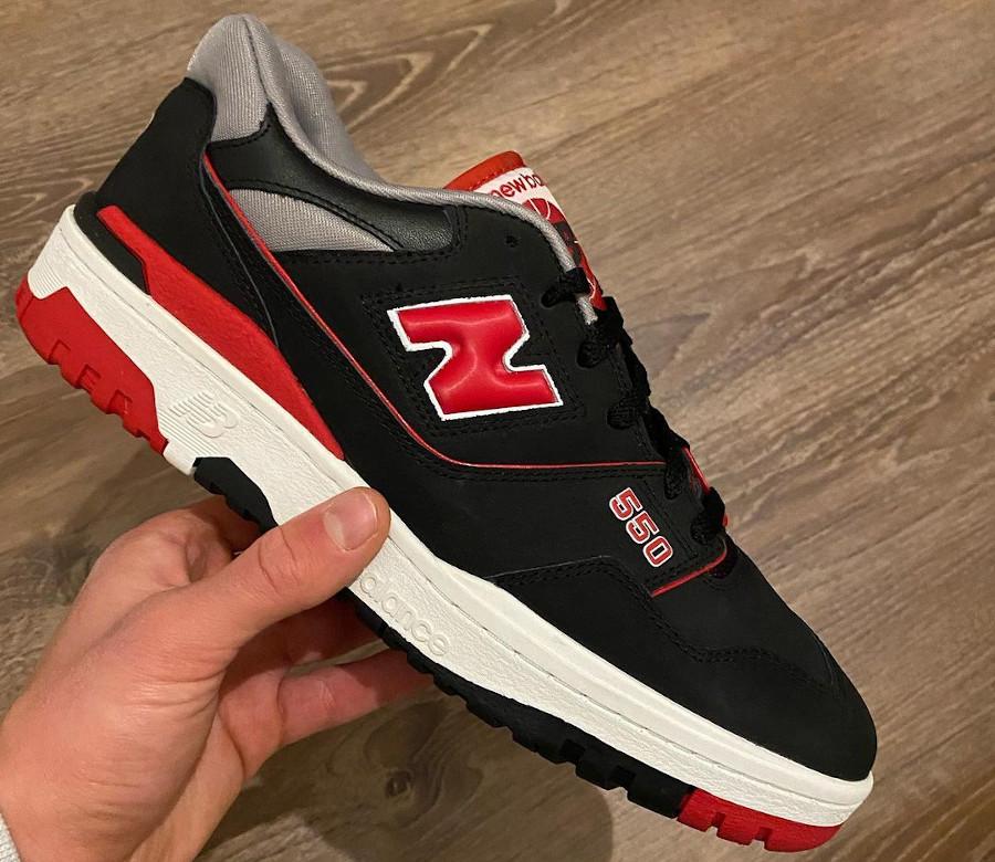 New Balance 550 rouge et noire (3)