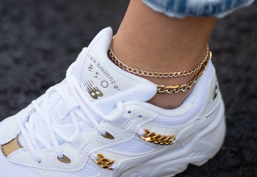 New Balance 850 blanche avec une chaînette en or (1)