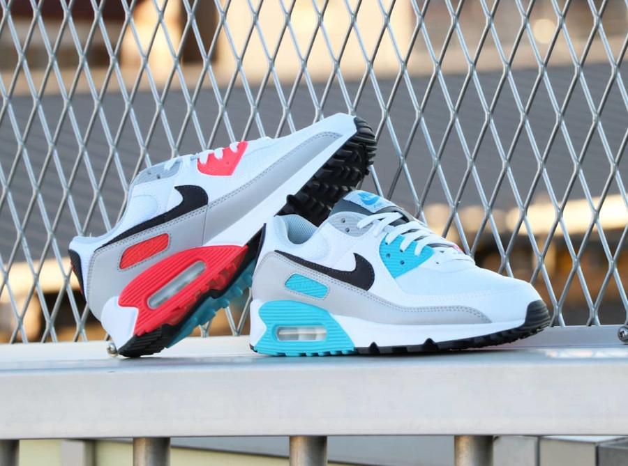 Nike 90 dépareillée blanche bleu ciel et rouge (2)