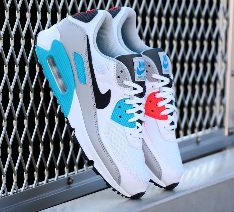 Nike 90 dépareillée blanche bleu ciel et rouge (3)