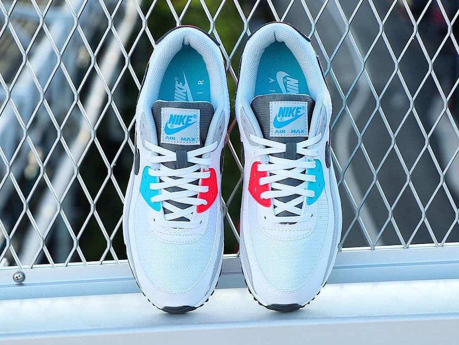 Nike 90 dépareillée blanche bleu ciel et rouge (5)