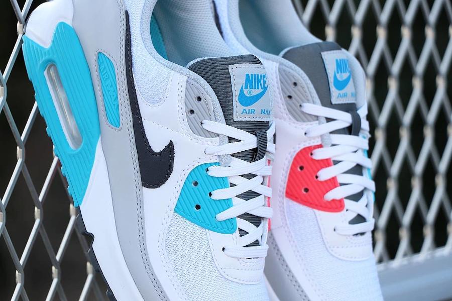 Nike 90 dépareillée blanche bleu ciel et rouge (6)