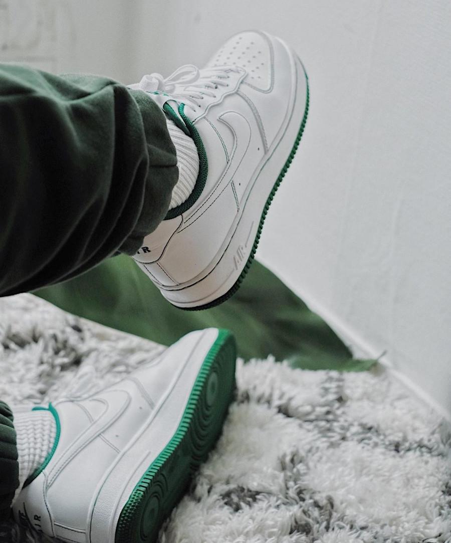 Nike AF1 '07 basse blanche avec coutures vertes (2)