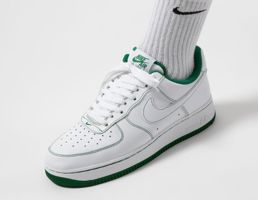 Nike AF1 '07 basse blanche avec coutures vertes (3)