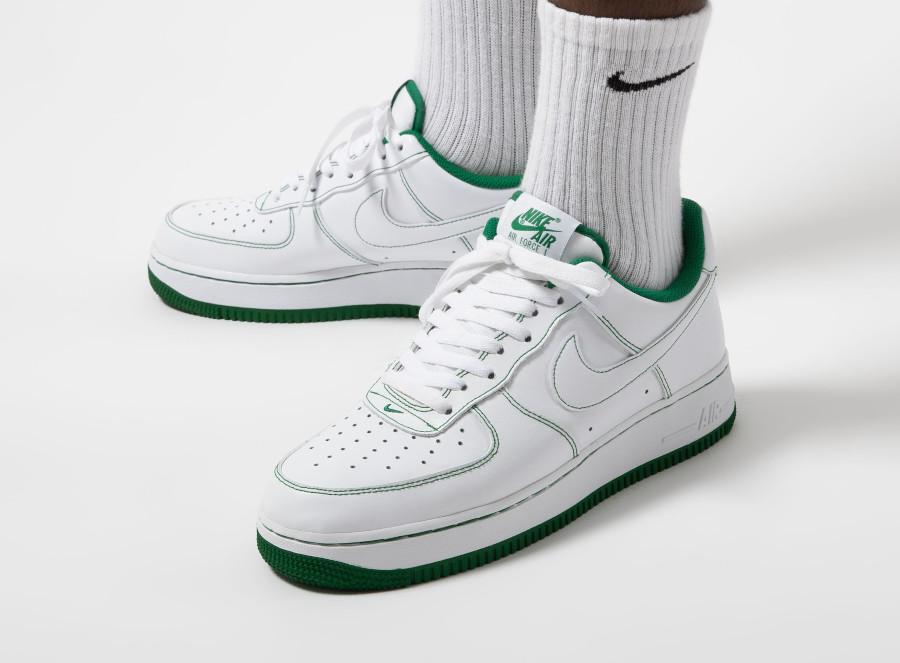 Nike AF1 '07 basse blanche avec coutures vertes (4)