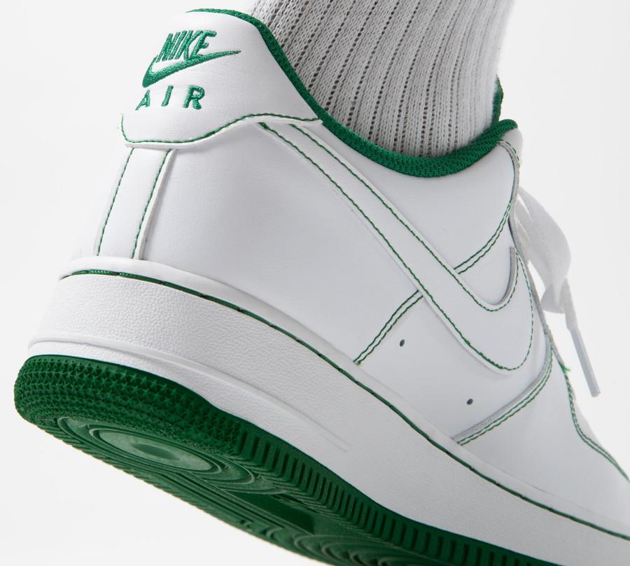 Nike AF1 '07 basse blanche avec coutures vertes (5)