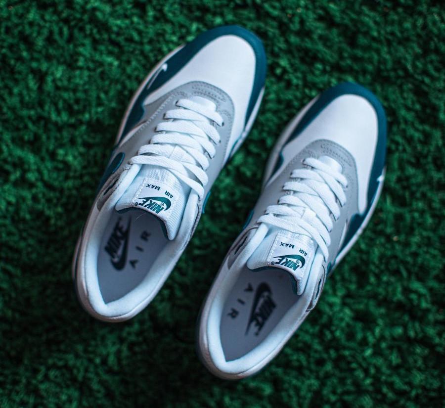 Nike AM1 2021 en cuir gris blanc et vert turquoise (1)