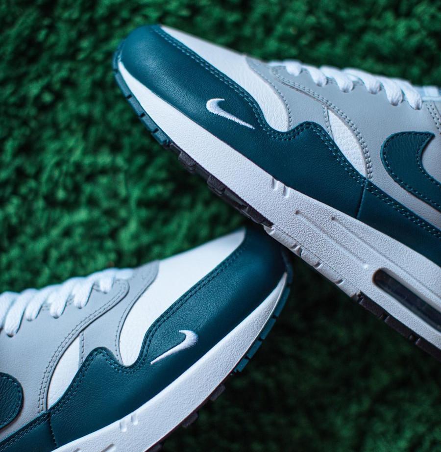 Nike AM1 2021 en cuir gris blanc et vert turquoise (2)