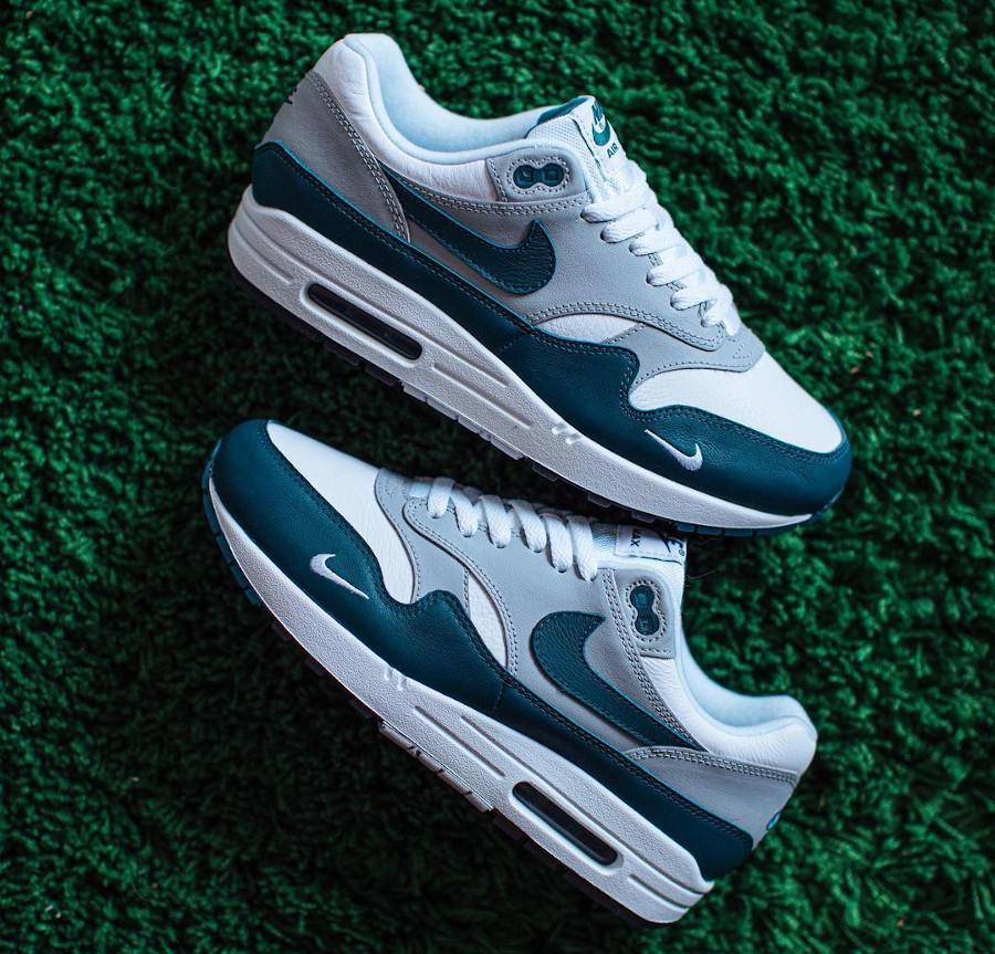 Nike AM1 2021 en cuir gris blanc et vert turquoise (3)