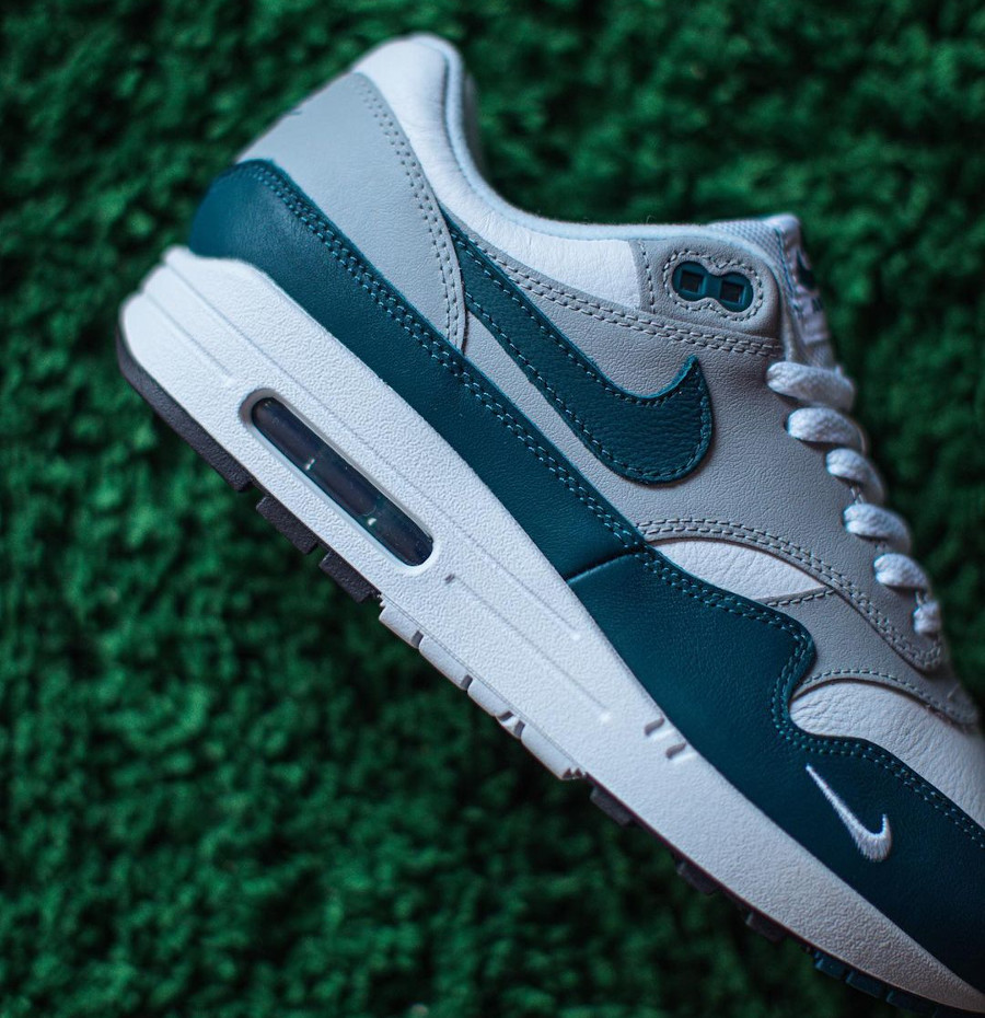 Nike AM1 2021 en cuir gris blanc et vert turquoise (5)