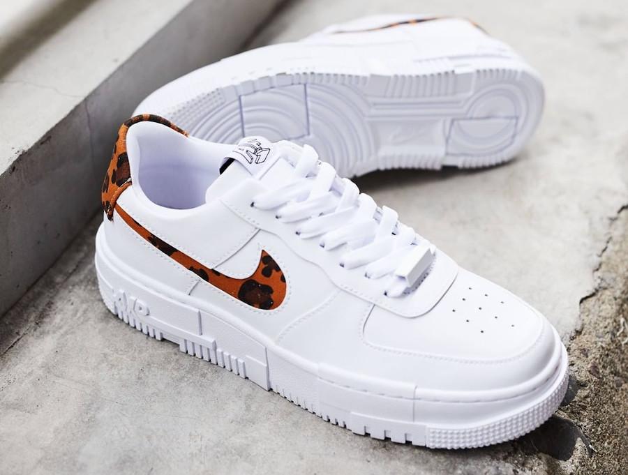 Nike Air Force One Pixel blanche avec imprimé guépard (7)