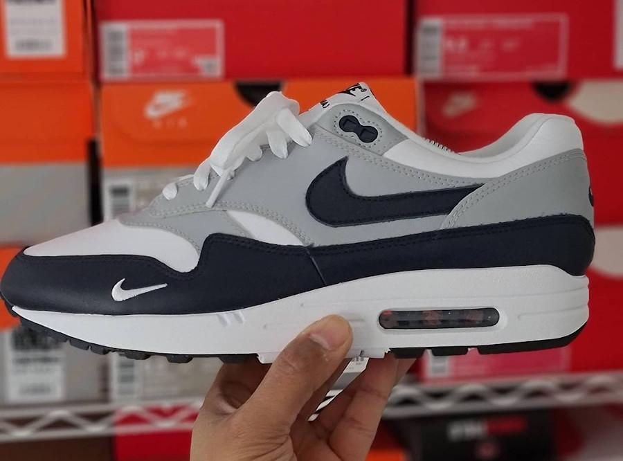 Nike Air Max 1 en cuir gris et bleu marine (1)