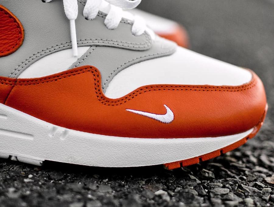 Nike Air Max 87 en cuir blanc gris et orange (1)