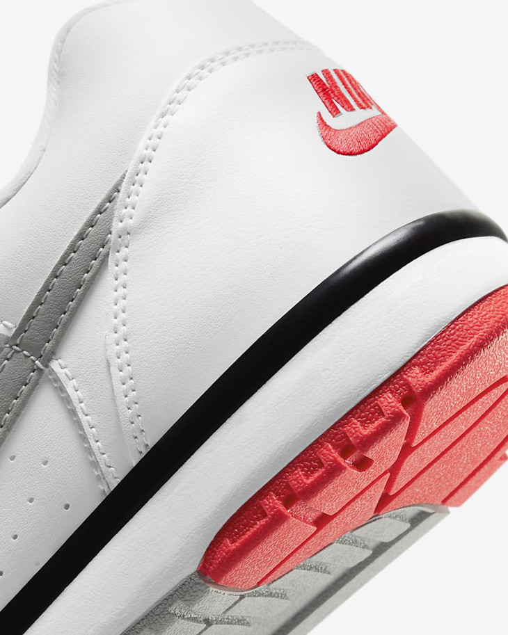 Nike Cross Trainer Low blanche grise et rouge (7)