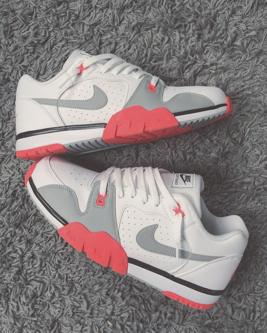 Nike Cross Trainer Low blanche grise et rouge (8)