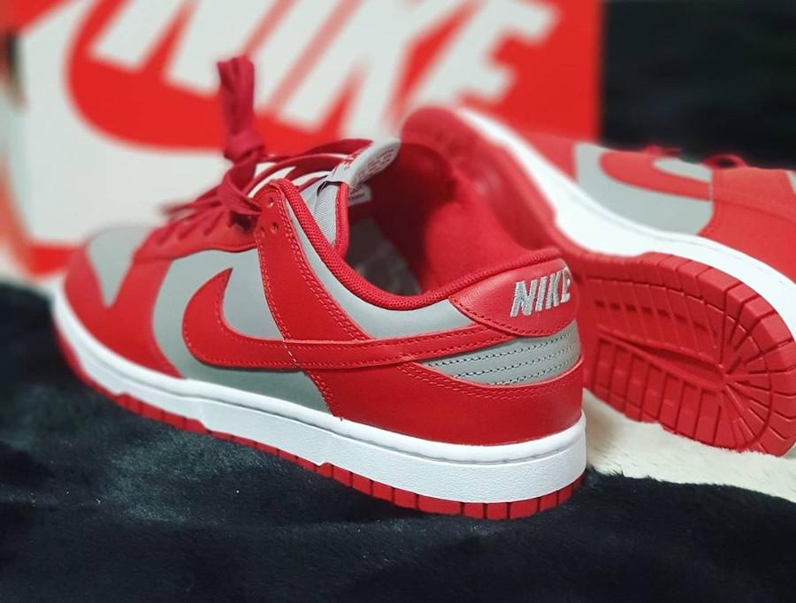 Nike Dunks Lo OG grise et rouge (1)