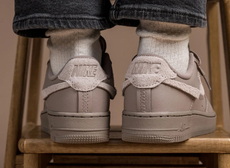 Nike Wmns AF1 Lux taupe (1)