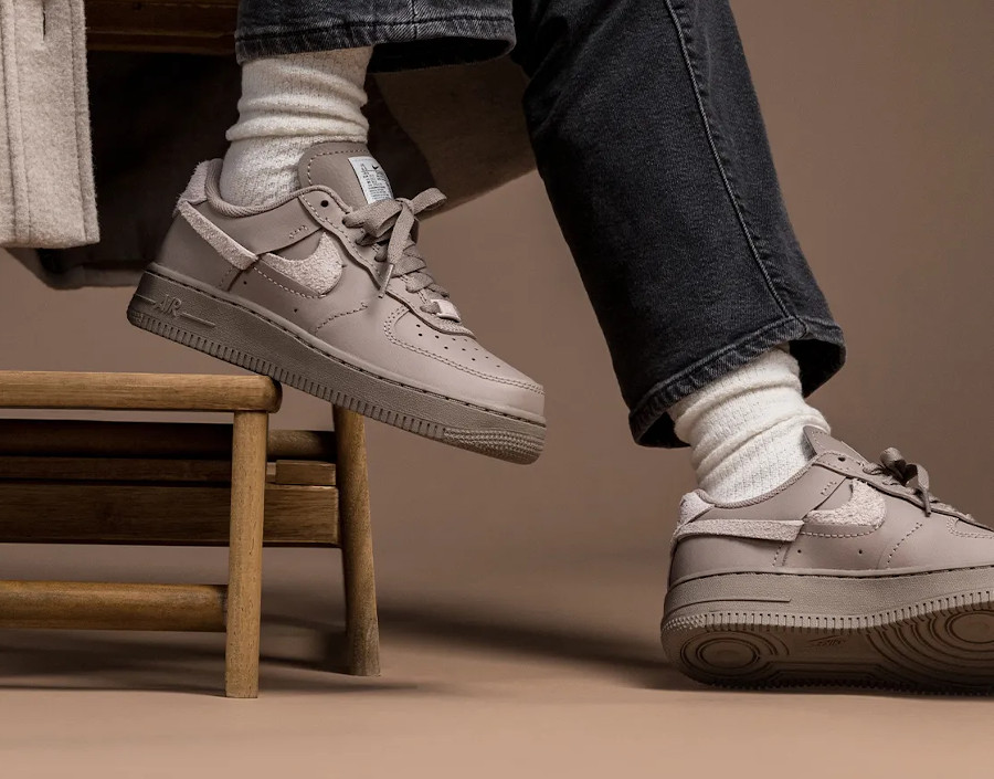 Nike Wmns AF1 Lux taupe (2)