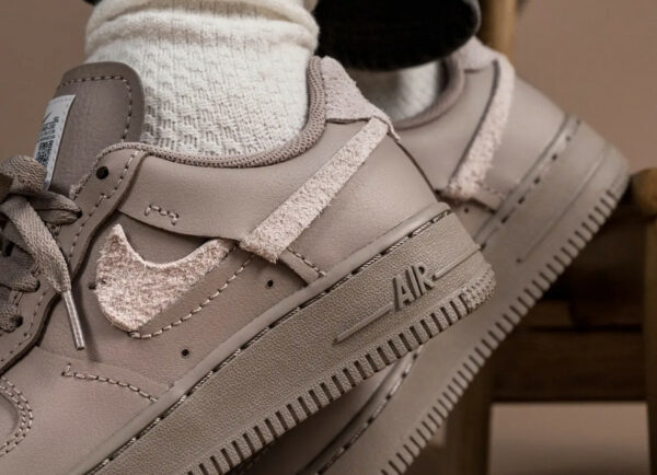 Nike Wmns AF1 Lux taupe (3)