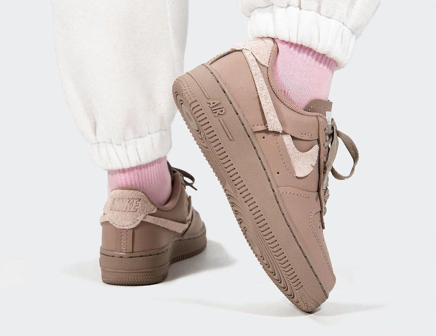 Nike Wmns AF1 Lux taupe (4)