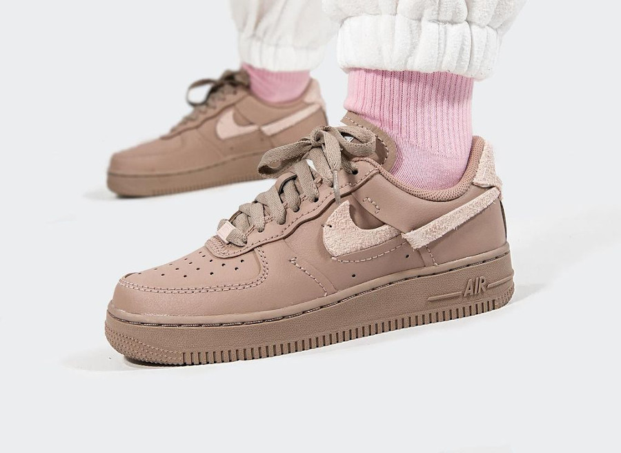 Nike Wmns AF1 Lux taupe (5)