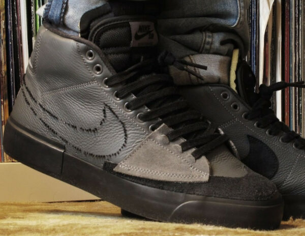 Nike Zoom Blazer SB Mid Edge gris et noir on feet