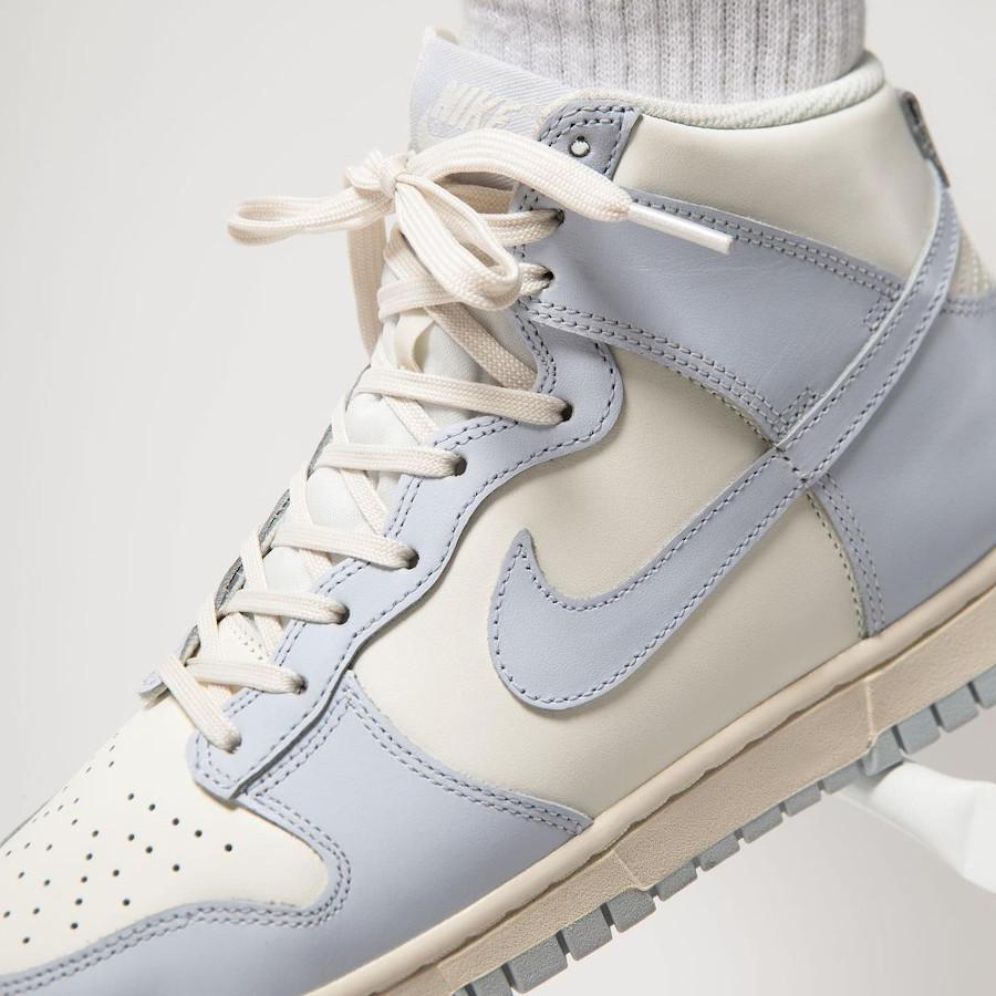 Womens Nike Dunk montante 2021 gris bleu on feet (1)
