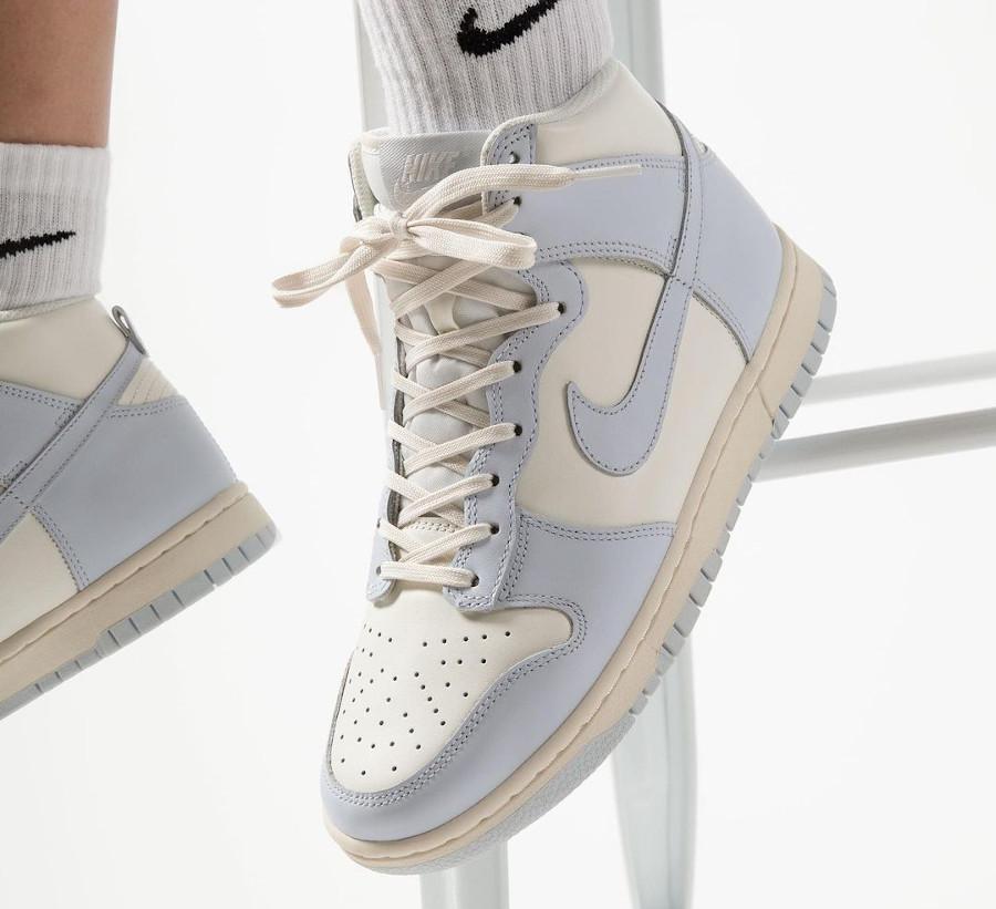 Womens Nike Dunk montante 2021 gris bleu on feet (3)