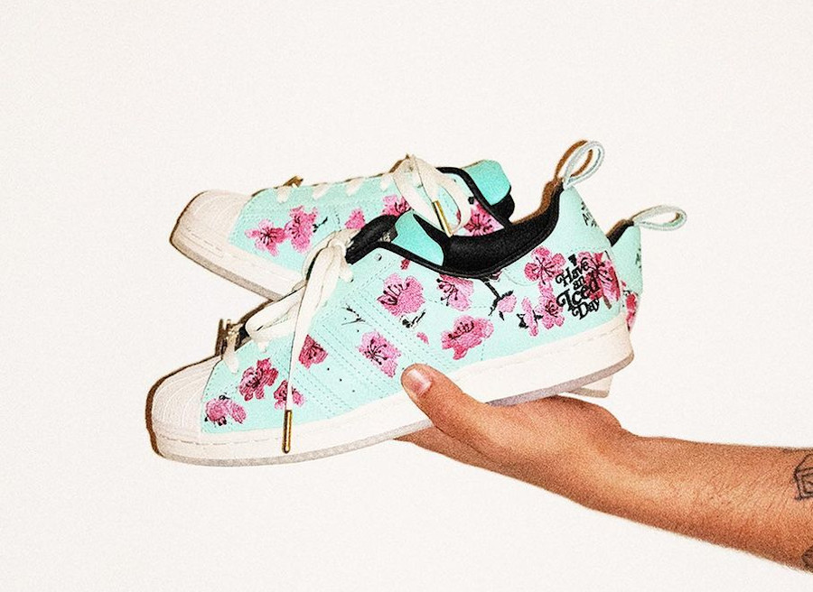 Adidas Superstar fleurs de ceriser brodées GZ2877