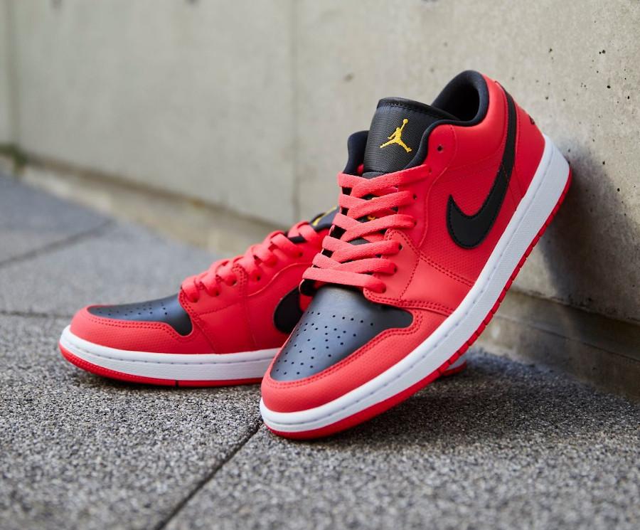 Air Jordan 1 basse pour femme rouge noir et dorée (1)