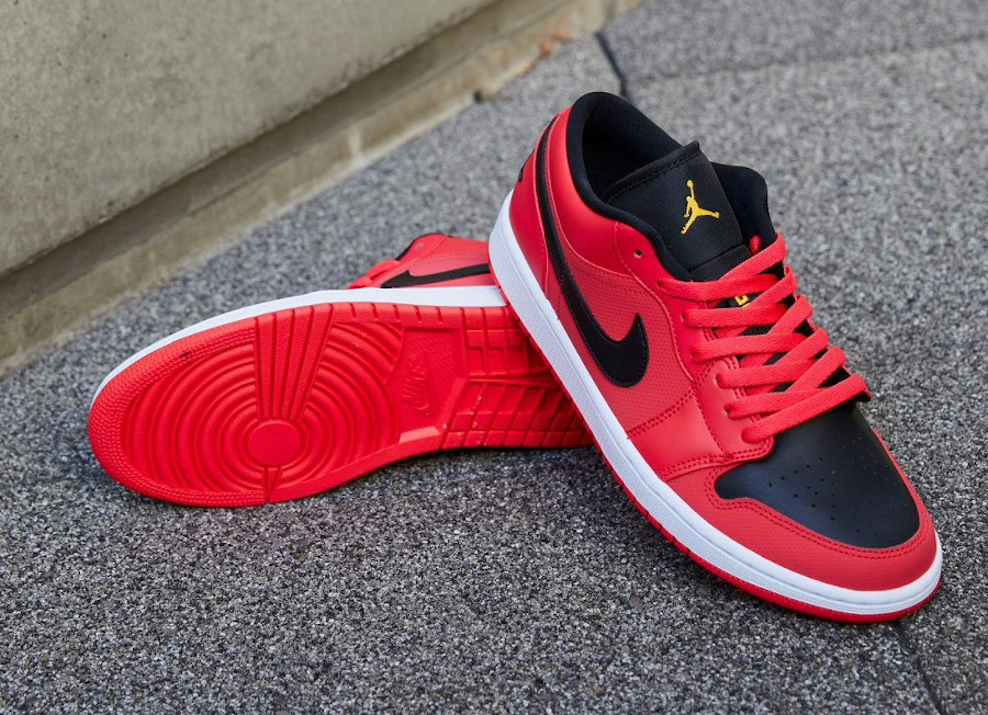Air Jordan 1 basse pour femme rouge noir et dorée (2)